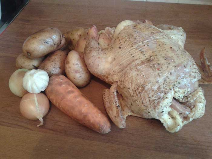 Запеченный цыпленок-бройлер с картофелем. Ингредиенты.